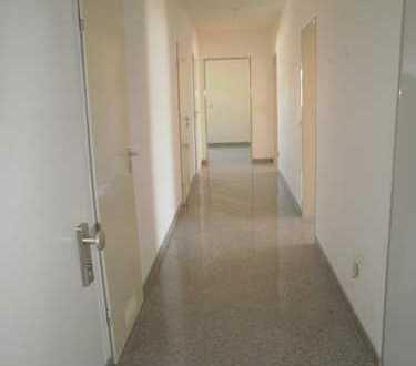3-Zimmer-Wohnung mit Balkon in Augsburg, nähe Kuhsee! Ideal für Pendler