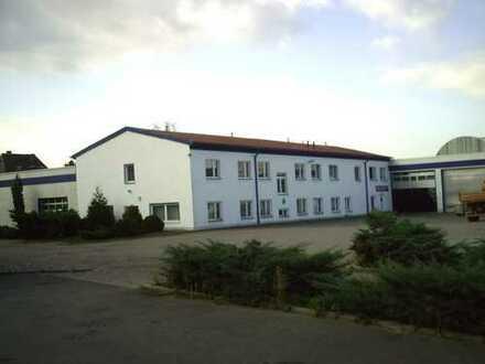 Attraktives Gewerbeobjekt - Büros und Freiflächen