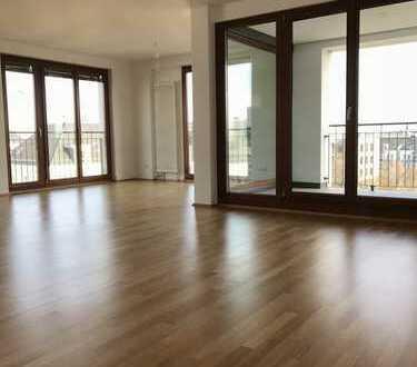 Großzügige 4-Zimmer, Wohn-/Essbereich mit Balkon und Loggia im Westend
