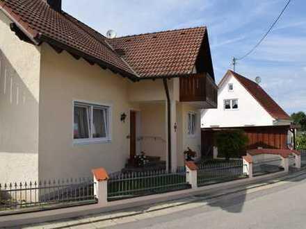 Sehr gepflegtes Einfamilienwohnhaus mit Garten, Garage und Küche! Sofort verfügbar