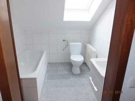 Renovierte 2-Zi.-Wohnung mit Wannenbad und offener Küche in Duisburg-Rheinhausen