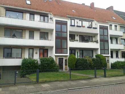 Freundliche 3-Raum-Hochparterre-Wohnung mit EBK/Balkon und zusätzlichem 4. separaten Zimmer im DG