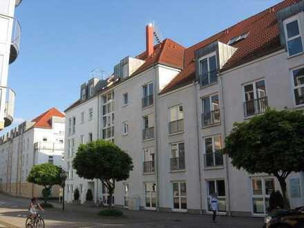 Gelegenheit: Großzügige Dachgeschosswohnung mit Balkon + EBK im Betreuten Wohnen! Frei ab 01.08.!