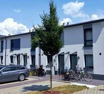 Erlangen - neuwertiges REIHENMITTELHAUS  + Terrasse + Garten + Stellplatz