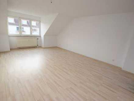 Attraktive 2-Raum-Wohnung mit Tageslichtbad im Dachgeschoss!