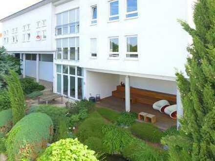 4 Mieteinheiten realisierbar! Tolles Wohnhaus + 122 m² vermietete Praxisräume + 84 m² Ausbaureserve