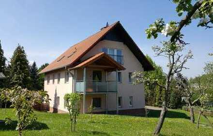 Preiswerte, gepflegte 3-Zimmer-Dachgeschosswohnung mit Balkon und Einbauküche in Heudeber