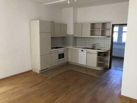 Gepflegte 2-Zimmer-Hochparterre-Wohnung mit Balkon und Einbauküche in Seeheim-Jugenheim