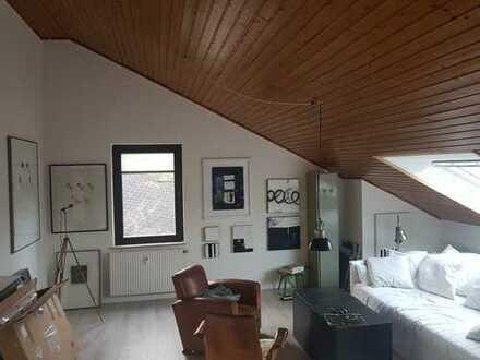 Schöne, geräumige 1-Zimmer-Dachgeschosswohnung in Köln - Lövenich