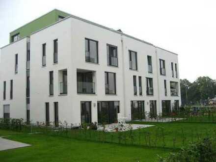 Barrierefreie, hochwertige 3 Zi.-Wohnung mit Balkon u. Einbauküche von Privat