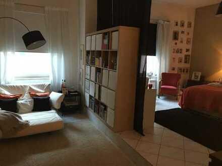 1 großes Zimmer ca. 35 m² in WG zu vemieten! Zentrale Innenstadtlage