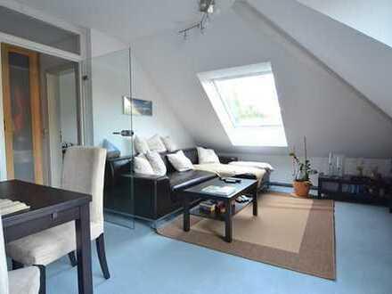 Schöne 2 Zimmer Dachgeschoss Wohnung mit Balkon
