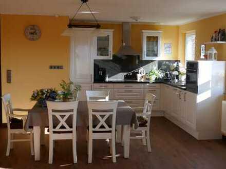 Vollständig 2015 renovierte 2-Zimmer-Wohnung, Balkon und Einbauküche inkl. Garage im Wert von 20000€