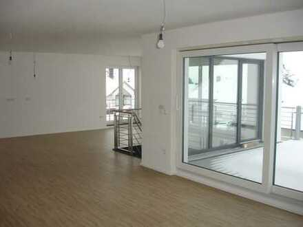 Moderne, sonnige 4,5-Zimmer-Maisonette-Wohnung mit großen Balkon in ruhiger Wohnanlage in Forchhe...