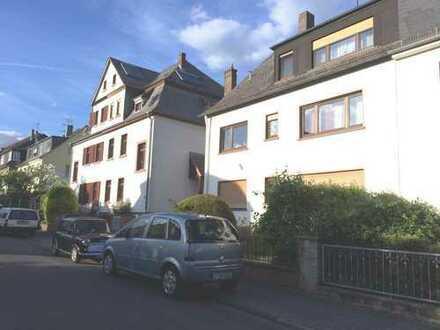 Gepflegte 3-Zimmer-Wohnung mit Loggia und Einbauküche in Frankfurt am Main