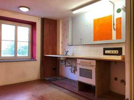 Renovierungsbedürftige 2-Zimmer Wohnung