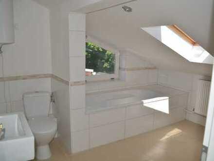 Top Dachgeschoss, Erstbezug nach Sanierung,moderne und schöne Ausstattung,Laminat,Isolierglasfenster
