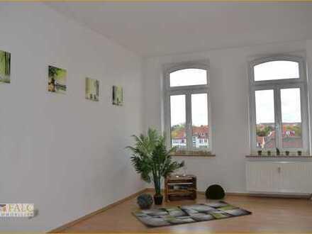 Sofort bezugsfrei: Sehr geräumige und sonnige Zwei Zimmer Wohnung mit Balkon