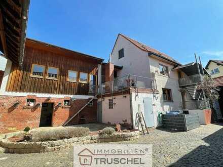 Zweifamilienhaus geteilt nach WEG mit Scheune und Innenhof....