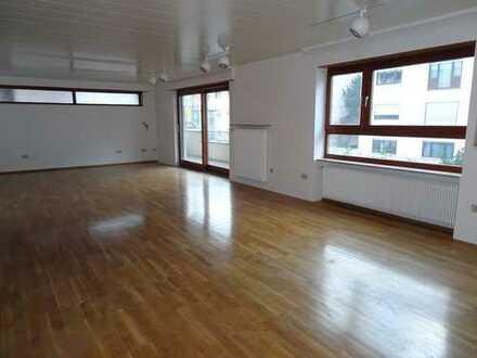 außergewöhnliche, lichtdurchflutete, sehr große 3-Zimmer-Wohnung von 150 m2