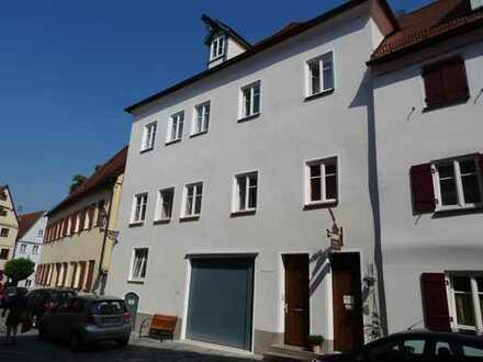 3 ZKB – 68 m2 – renovierte Altbau–Wohnung in Altstadt