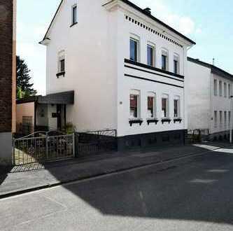 Großzügiges Wohnen! Ein- bis Zweifamilienhaus mit Pool. Teilweise kernsaniert. In Solingen-Merscheid