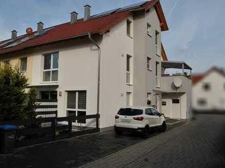 Neuwertige, lichtdurchflutete Maisonette-Wohnung in Otterstadt