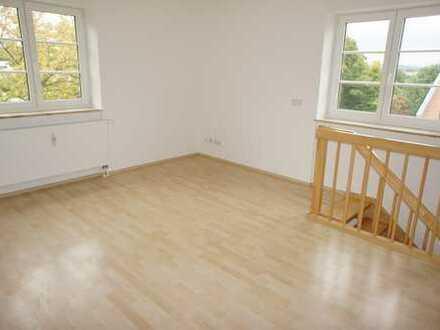 Wohnen über zwei Etagen am Heimgarten + Balkon an der Küche !