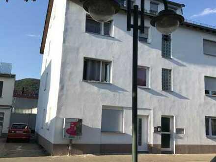Schöne drei Zimmer Wohnung in Reutlingen (Kreis), Dettingen an der Erms