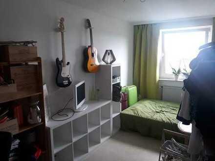 Gemütliches Zimmer in Wohnung mit bester Aussicht!