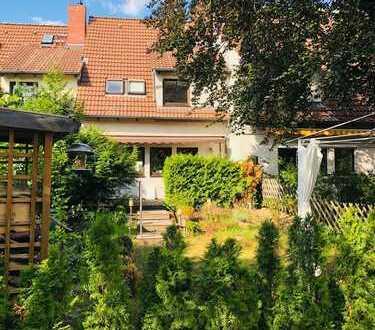 Schönes Reihen-Haus mit vier Zimmern in Berlin, Spandau