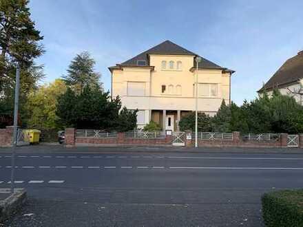 freistehende repräsentative Sahneschnitte in Bonn-Duisdorf mit Potential