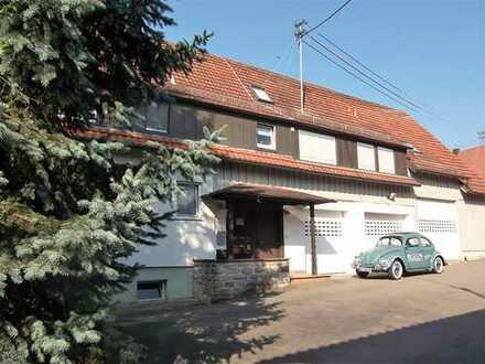 Vermietete 4,5-Zimmer-ETW mit 3 Hobbyräume, Carport und Kfz-Stellplatz