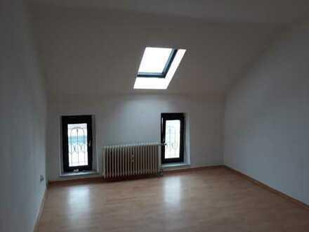 FRISCH RENOVIERTE 2-Zimmer- Wohnung Nähe Deilbachtal zu vermieten!!!