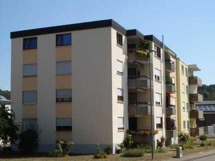Gepflegte 4,5-Zimmer-Penthouse-Wohnung mit Balkon und Einbauküche in Walheim