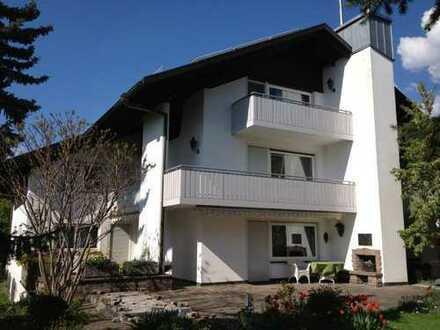 Separate 2,5 oder 3,5 Zimmer mit eigener Toillete mit Balkon in WG-Haus