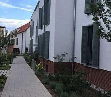 Helle, moderne und barrierefreie 3 ZKB mit EBK, 2 Terrassen, und Gartenanteil