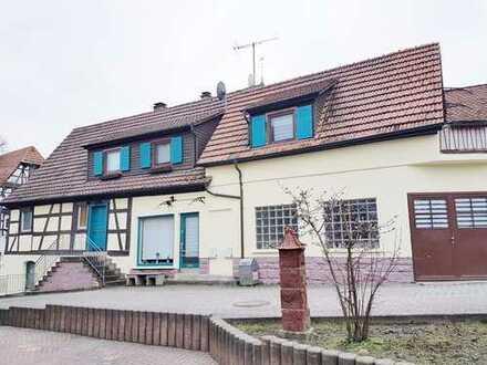 **Großes und einzigartiges Einfamilienhaus mit sehr viel Potenzial und Gartengrundstück in Dürrn**