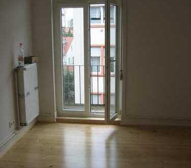***Rödelheim/Nähe S-Bahn*** 2-Zimmerwohnung im sanierten Altbau mit kleinem Balkon