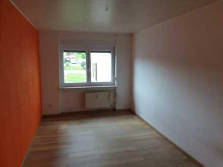Erschwingliche und gepflegte Erdgeschosswohnung mit sieben Zimmern und Balkon in Wald-Michelbach