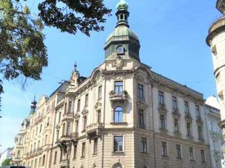 Top-Lage Lehel: Hochherrschaftliche Altbauwohnung mit Isarblick
