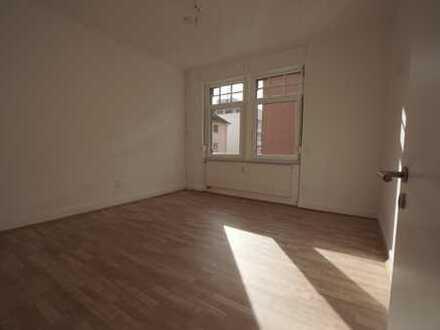 Stilvolle, sanierte 2-Zimmer-Wohnung mit gehobener Innenausstattung in Frankfurt Nied