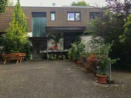 Gepflegtes Wohn- und Gewerbehaus in guter Lage nahe Bad Cannstatt