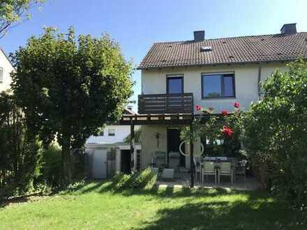 ruhiges und zentral gelegenes Haus mit vier Zimmern in Hochtaunuskreis, Friedrichsdorf