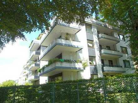 Exklusive helle 3-Zimmer-Wohnung mit zwei überdachten Balkone in Harvestehude, Hamburg