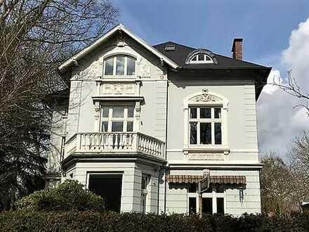 Liebevoll sanierte Altbauwohnung mit 2 Balkonen