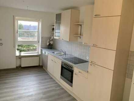Schöne 2-Zimmer-Wohnung mit sonniger Terrasse und Einbauküche in Schwandorf