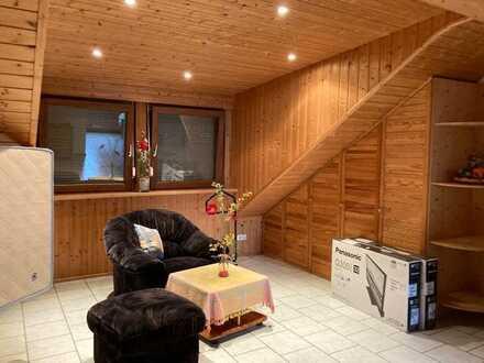 Geräumige und gepflegte 1-Zimmer-Dachgeschosswohnung mit Einbauküche ideal für Wochenendheimfahrer