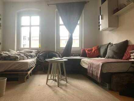 20 qm Zimmer in Mädels-WG, zentral gelegen