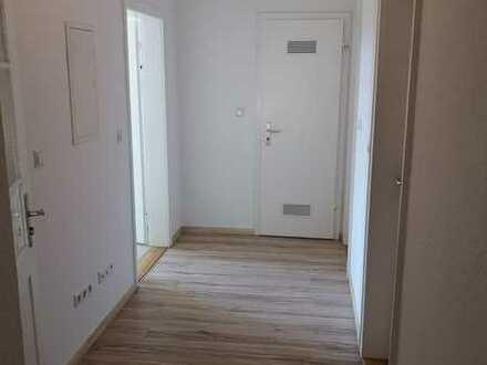 Schöne helle renovierte 3-Zimmer-Wohnung mit Einbauküche in Pforzheimer Nordstadt